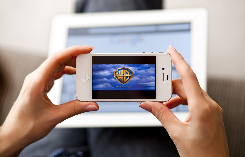 """Résultat de recherche d'images pour """"regarder smartphone"""""""
